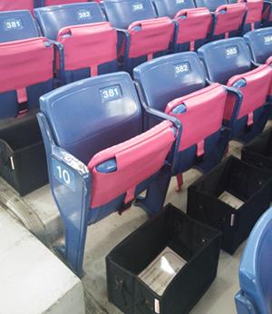 座席にカバン収納ボックスを設置 イメージ画像